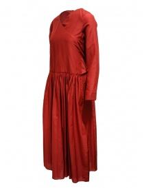 Sara Lanzi abito rosso gonna a pieghe