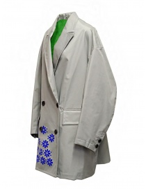 Kolor cappotto grigio in nylon con fiori blu