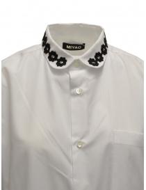 Miyao lungo vestito a camicia bianco con ricami neri