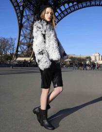 Giacca Utzon in pelliccia di agnello bianca e nera